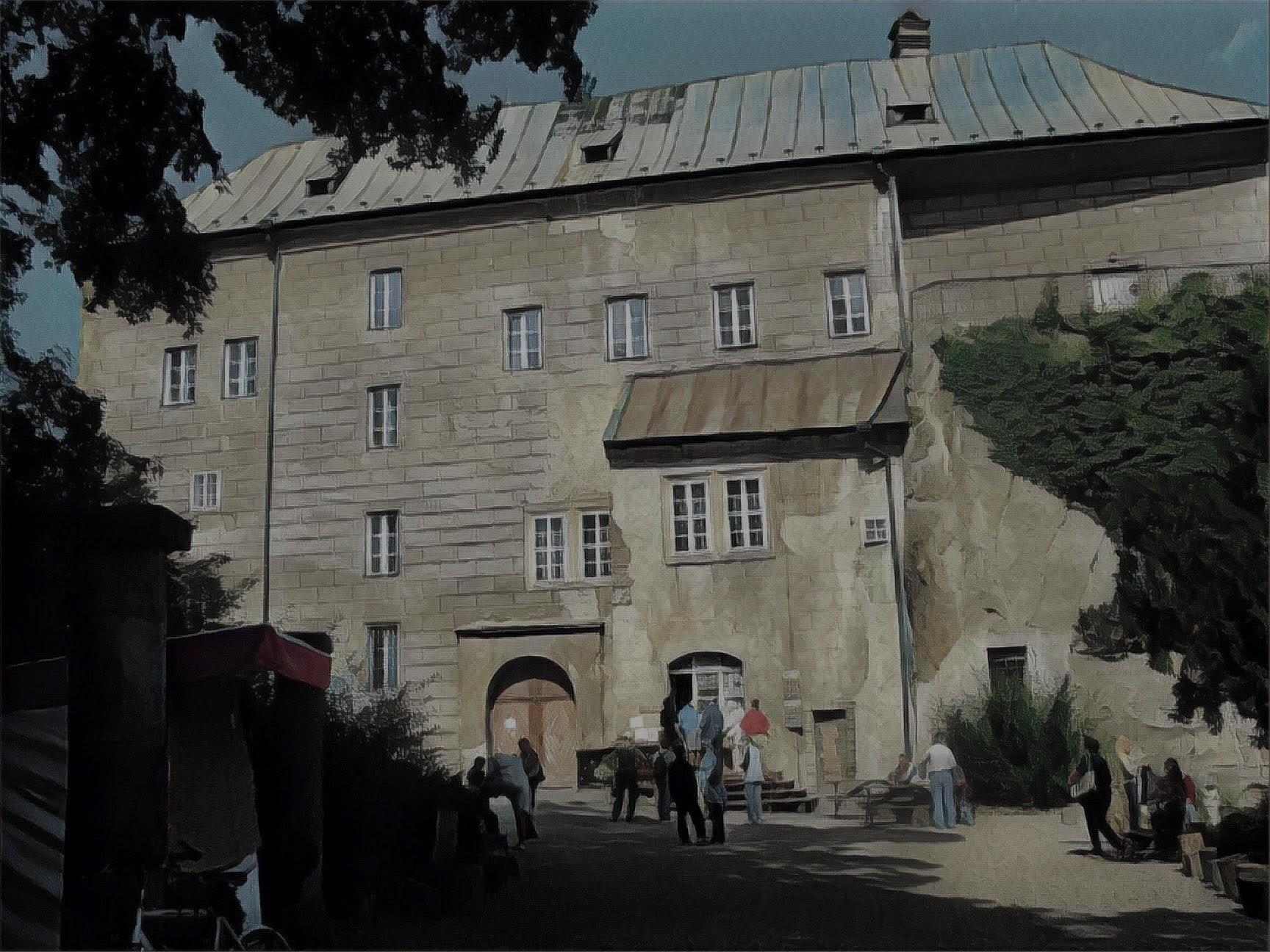 Photo of Houska castle
