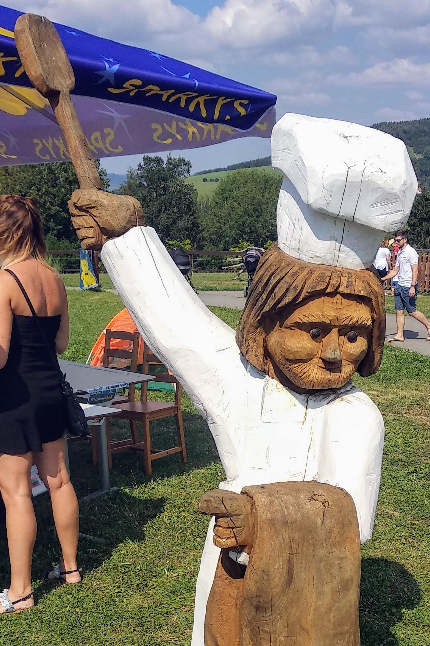 Scary chef sign at Farmapark Soběhrdy