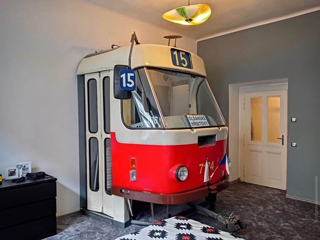 Photo of tram in bedroom